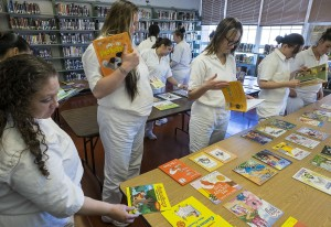 Inmates choose books to record for their children with the help of WSP.